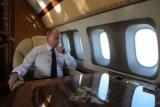 Студент вошел в самолет Путина