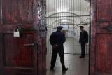 Пожилую русскую женщину посадили в тюрьму за угрозы молодого следователя