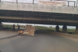 Мост со знаком